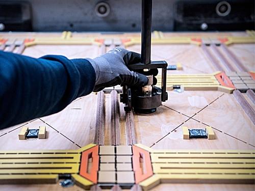 Flatbed-cutting-die-handling-gripping