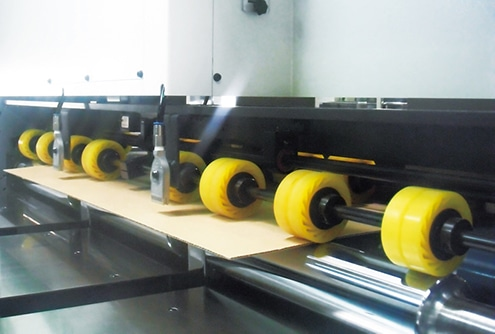 die cutting machine with lap feeder for exact registration
